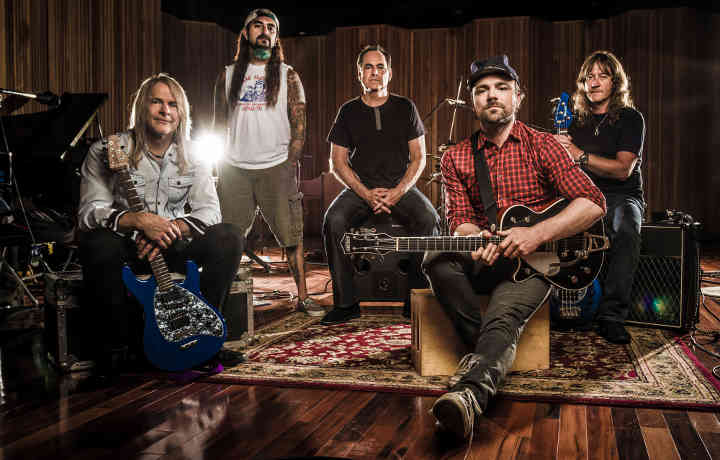 Flying Colors: Steve Morse, Dave LaRue, Mike Portnoy...